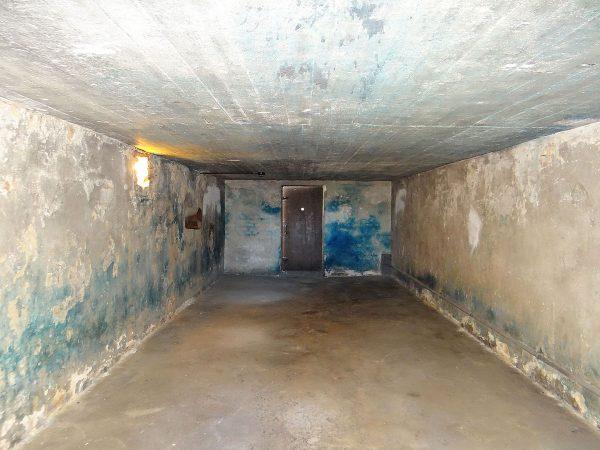 Czy można porównywać Holocaust z obecnymi działaniami w Syrii? Komora gazowa w obozie koncentracyjnym na Majdanku.