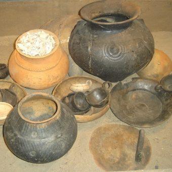 Popielnice i ceramika kultury łużyckiej.