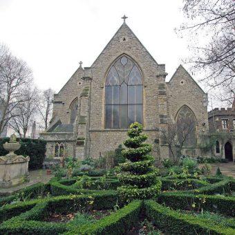 Nikt nie spodziewał się, że pod tym byłym kościołem znajdują się jeszcze tak cenne szczątki.