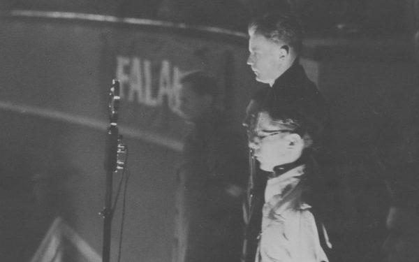 """Po wojnie generał Ścibor-Rylski znalazł zatrudnienie w jednym z przedsiębiorstw stanowiących zaplecze gospodarcze, kierowanego przez Bolesława Piaseckiego Stowarzyszenia PAX. Na zdjęciu z lat 30. Piasecki przemawia do członków """"Falangi""""."""