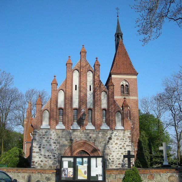 Dotychczas sądzono, że zamek stał bliżej kościoła parafialnego w Unisławiu.