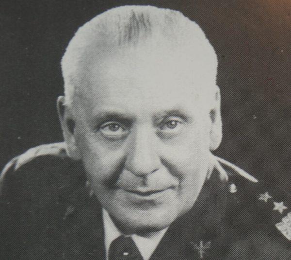 Generał Stanisław Maczek barmanem?