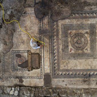 Datowanie odkryć w Uzès jest możliwe dzięki charakterystycznym mozaikom.