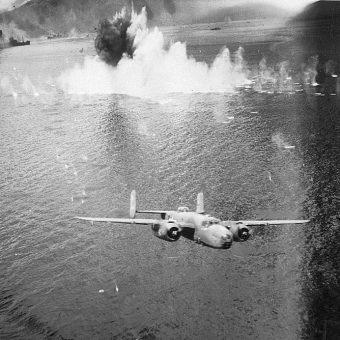B-25 nad Nową Gwineą - niedaleko miejsca, gdzie znaleziono dwa wraki tego typu maszyn.