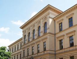 V L.O. w Krakowie. Uczniowie tej prestiżowej szkoły, przystępowali dziś do egzaminu dojrzałości.