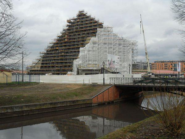 Muzeum II Wojny Światowej w Gdańsku podczas budowy.