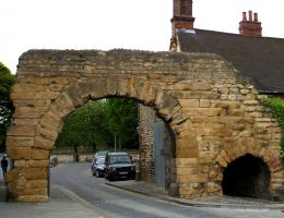 Newport Arch na fotografii sprzed incydentu.