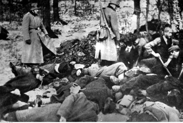 """Panuje powszechne przekonanie, że to czerwonoarmiści gwałcili, kradli i palili wszystko na swojej drodze a Niemcy """"jedynie"""" mordowali. Okazuje się, że nie jest ono do końca słuszne."""
