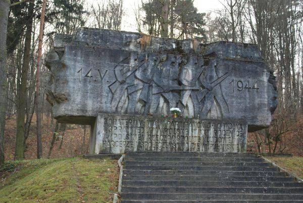 14 maja 1944 pod Rąblowem na Lubelszczyźnie doszło do bitwy pomiędzy Armią Ludową a Wehrmachtem. Na zdjęciu monument upamiętniający tamto wydarzenie.