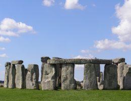 Najsłynniejszym neolitycznym kamiennym kręgiem jest Stonehenge.