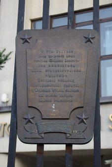 Tablica upamiętniająca jedną z akcji Jana Strzeszewskiego w Warszawie przy ul. Sanguszki.