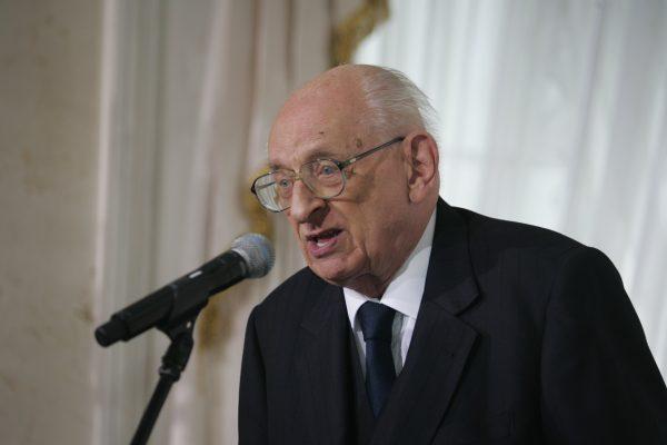 Przez nieścisłości historyczne Władysław Bartoszewski stał się ofiarą brutalnych ataków.