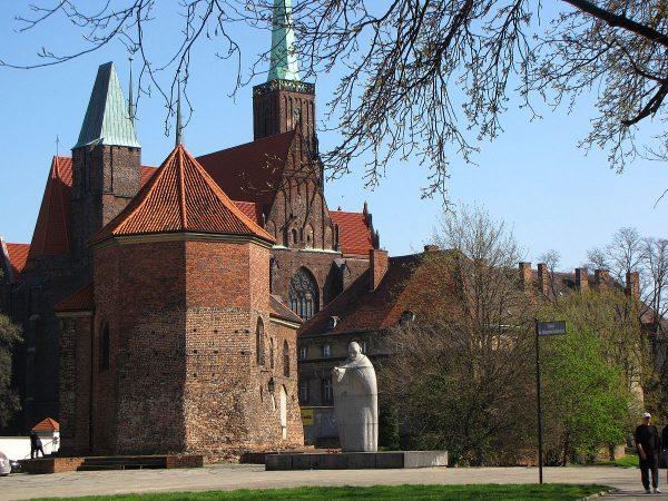 Po zamku na Ostrowiu Tumskim zachował się tylko kościół świętego Marcina (i to zniekształcony) oraz nieliczne fragmenty murów.