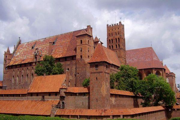 Zamek w Malborku to jedna z głównych średniowiecznych atrakcji Polski... choć wcale nie budowali go Polacy. Na zdjęciu Zamek Wysoki.