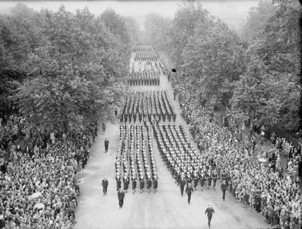 Polscy żołnierze udział w paradzie wzięli wyłącznie jako widzowie.