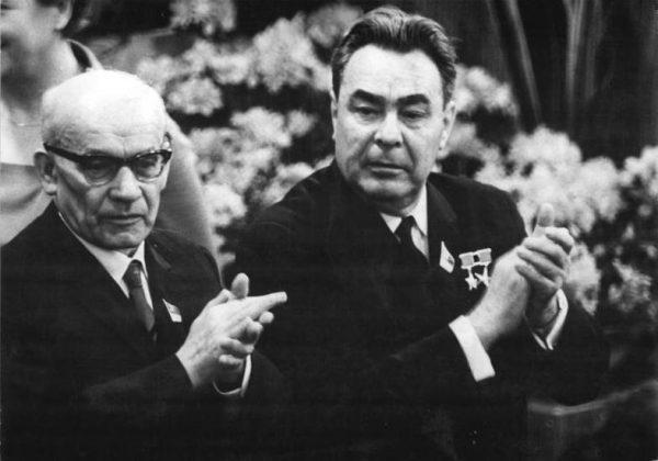 Ekipie Gomułki zawdzięczamy dwie kadencje w Radzie Bezpieczeństwa. Na zdjęciu z Breżniewem na VII Zjeździe SED w Berlinie w 1967 roku.