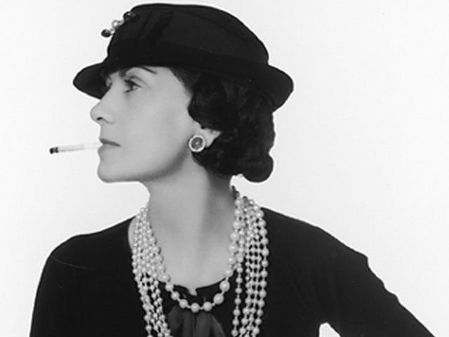 Coco Chanel do dziś uchodzi za jedną z największych ikon mody.