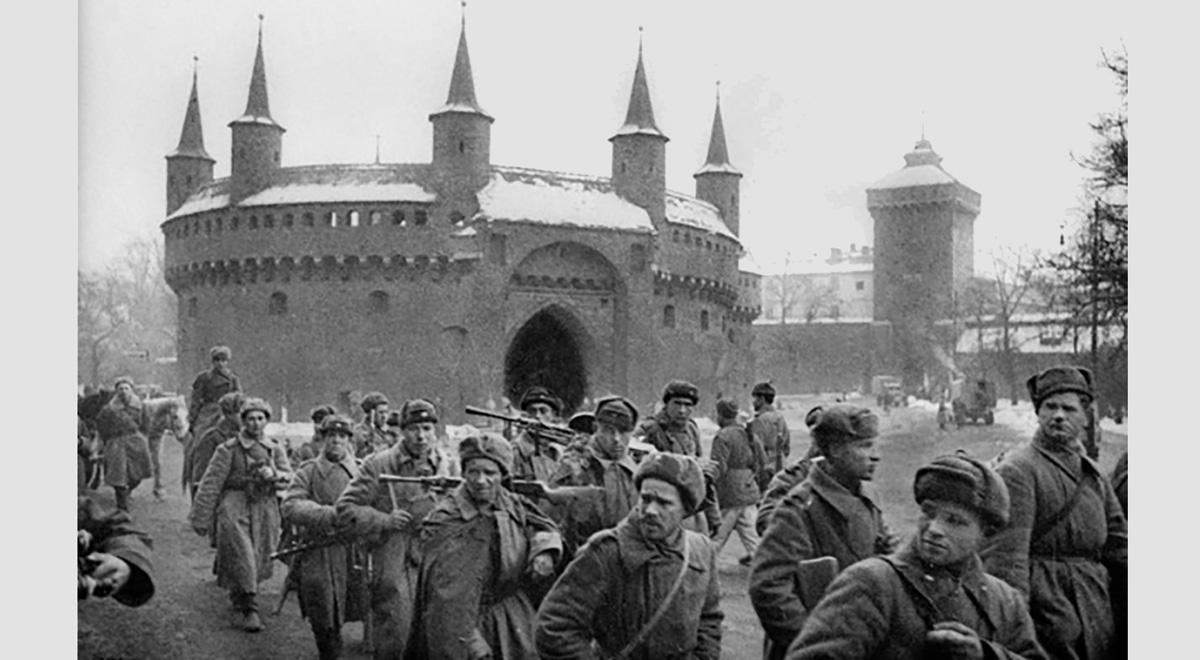 Czerwonoarmiści wywozili z Krakowa wszystko, co się dało. Nie tylko zegarki, ale nawet cygańskie patelnie.