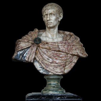 Na zdjęciu popiersie cesarza Dioklecjana, który rządził w drugiej połowie IV wieku n.e. Za podobną rzeźbę rzymskiego oficera trzeba zapłacić prawie milion dolarów.
