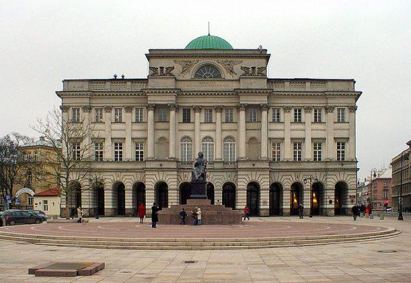 Julian Ursyn Niemcewicz był jednym z fundatorów Pałacu Staszica. To on jako prezes Towarzystwa Przyjaciół Nauk w 1830 roku odsłaniał pomnik Mikołaja Kopernika dłuta Bertela Thorvaldsena.