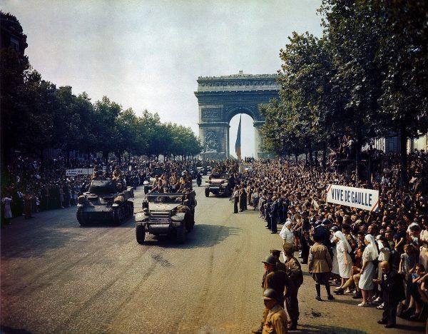 Dla francuskich komunistów zakończenie II wojny światowej było prawdziwym przełomem. Na zdjęciu wyzwolenie Paryża w 1944 roku.