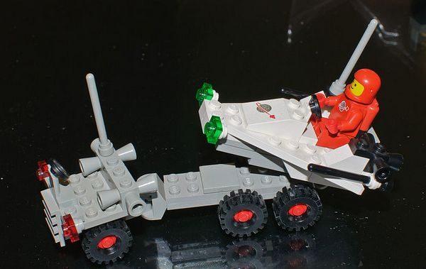 Od czego zacząć zbieractwo perełek rodem z PRL? Można od zabawek (na zdjęciu nieprodukowany już zestaw Lego Space).
