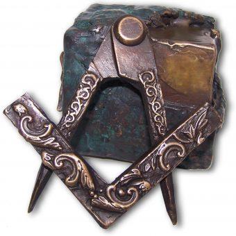Cyrkiel i węgielnica - najbardziej rozpoznawalne symbole masońskie.