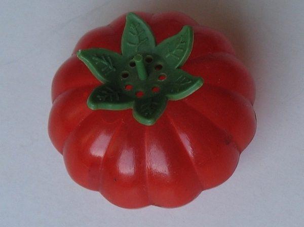 Pomidor do solenia pomidorów? Jak widać jest niezniszczalny. Przetrwał od czasów PRL do XXI wieku i do dziś spełnia swą funkcję.