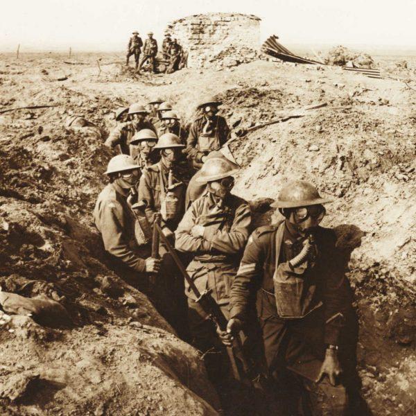 Tak australijscy żołnierze chronili się przed atakami gazowymi w okopach Ypres 27 września 1917 roku.