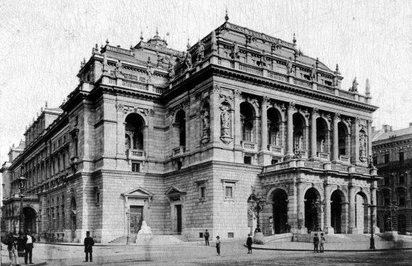 Budynek Opery Narodowej, 1900 rok