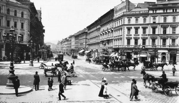 Oktogon, widok w stronę bulwaru Teresy i dworca Nyugati, około 1897 roku