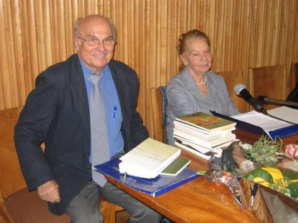 Julia Hartwig z Ryszardem Kapuścińskim w 2006 roku.