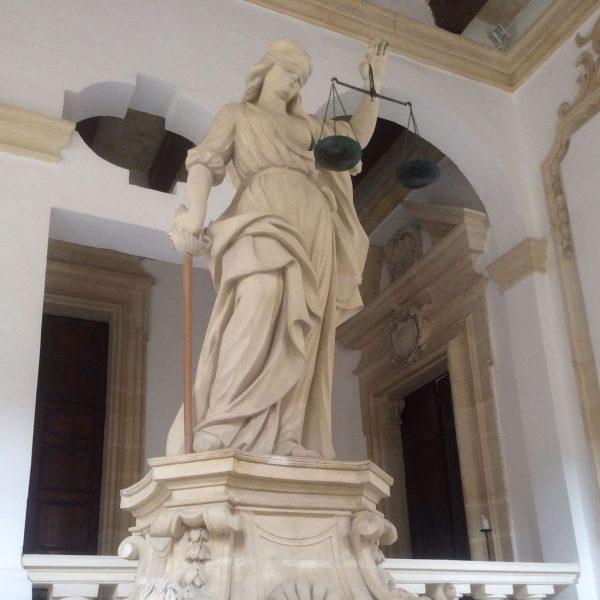 Temida od czasów starożytnego Rzymu pozostaje patronką prawników.