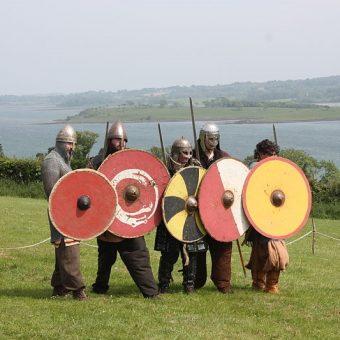 Wikingowie słynęli z łupieskich napadów. Czyżby złodzieje wikińskich pamiątek wzięli przykład ze średniowiecznych wojowników?