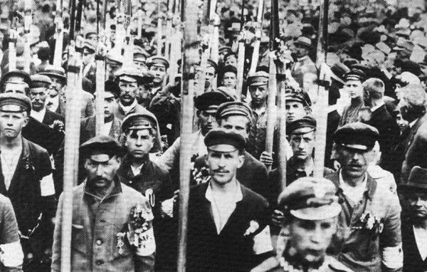 Chłopi nie rozstawali się z kosami od Racławic. Mieli je też w 1920 roku i później podczas protestów