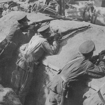 W samym zamachu majowym zginęło około 400 osób. Na zdjęciu szwoleżerowie na pozycjach w Warszawie