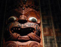 Maoryska rzeźba. Zbiory Auckland War Memorial Museum, Nowa Zelandia.