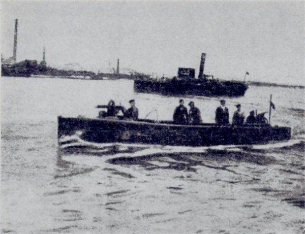 Okręty Flotylli Wiślanej podczas Bitwy Warszawskiej.
