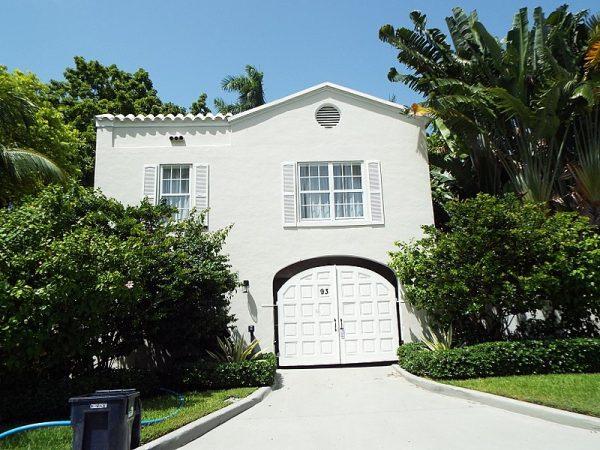 Wejście do rezydencji Ala Capone w Miami na Florydzie. Capone zakupił posiadłość w 1927 roku. Już wtedy było go stać na dom w jednym z najbardziej luksusowych miast USA.