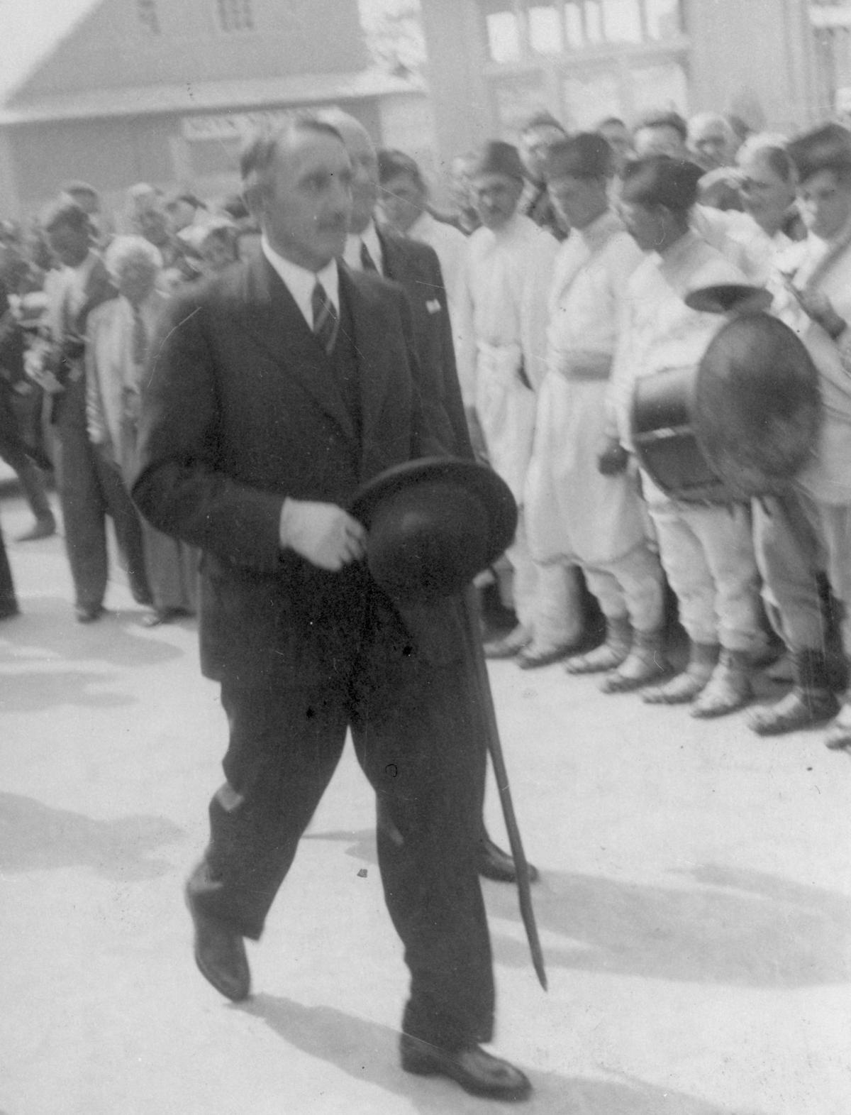 O to żeby życie w twierdzy brzeskiej było koszmarem zadbał znany z sadyzmu pułkownik Wacław Kostek-Biernacki. Na zdjęciu już jako wojewoda poleski.