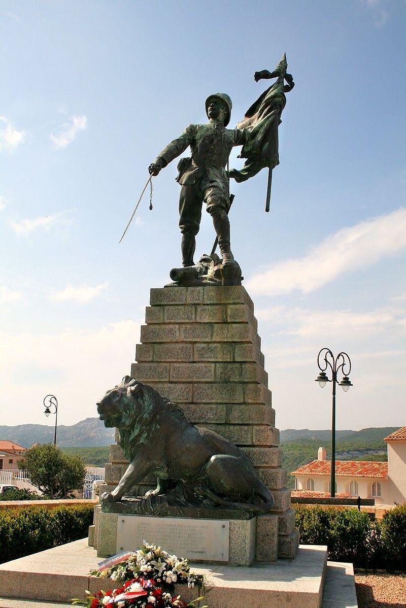 Pomnik upamiętniający żołnierzy Legionu zabitych podczas jednej z trudniejszych kampanii oddziału na przełomie XIX i XX wieku. Nie tylko Polacy marzyli o służbie w tym wyjątkowym oddziale. Legia Cudzoziemska była prawdziwym wielokulturowym tyglem.