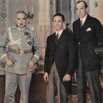 """Dążąc do """"sanacji"""" moralnej w kraju Józef Piłsudski sięgał po coraz drastyczniejsze środki. Na zdjęciu Marszałek, Joseph Goebbels oraz Józef Beck."""