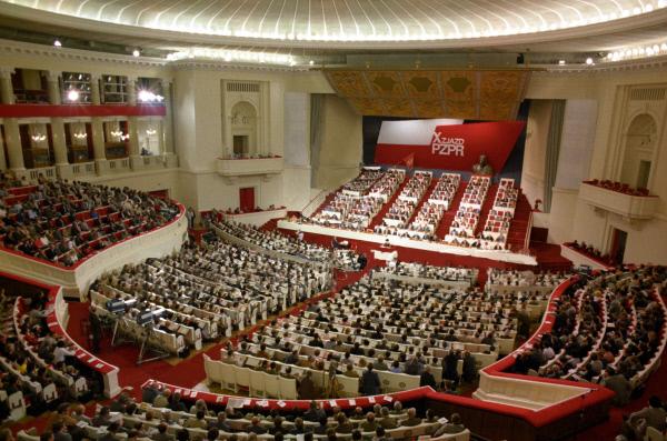 Do roku 1989 PZPR miała charakter partii państwowej, sprawującej w kraju władzę absolutną. Na zdjęciu X zjazd PZPR, który miał miejsce 3 lipca 1986 roku.