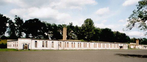 Wygląd szwalni w przemysłowej części obozu. Zdjęcie z 2005 roku.