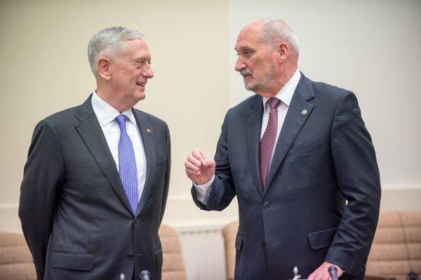 Antoni Macierewicz (z prawej), minister Obrony Narodowej RP
