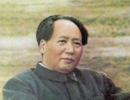 Mao Zedong. Od 1943 r. szef biura politycznego oraz Przewodniczący Komitetu Politycznego Komunistycznej Partii Chin (aż do śmierci) i ideolog maoizmu. Chińczycy dyskretnie czyszczą archiwa z wszelkich nieprzychylnych mu materiałów.