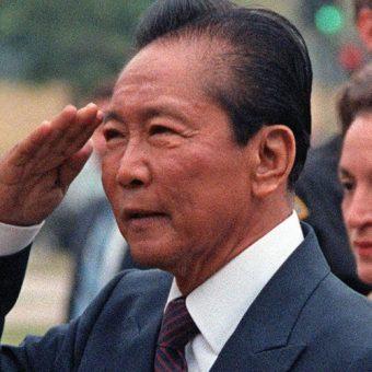Ferdinand Marcos,. Zdjęcie opublikowane na licencji CCA-SA 3.0, autor:  Dino Bartomucci (koloryzacja: Bluemask)
