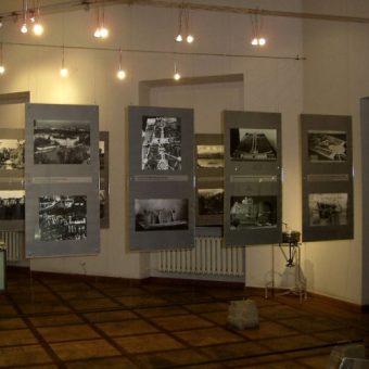 Wnętrza Muzeum Zamku i Szpitala Wojskowego na Ujazdowie (domena publiczna).