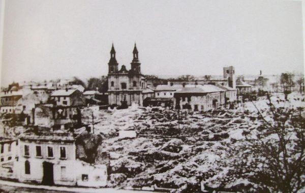 Zniszczone, po niemieckich bombardowaniach, centrum Wielunia