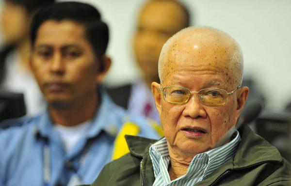 W 1976 Khieu Samphan, członek partyzantki Czerwonych Khmerów, objął w nowym państwie funkcję prezydenta. W 2007 roku został aresztowany pod zarzutami zbrodni przeciw ludzkości. Za ludobójstwo został w 2014 roku skazany na dożywotnie więzienie.